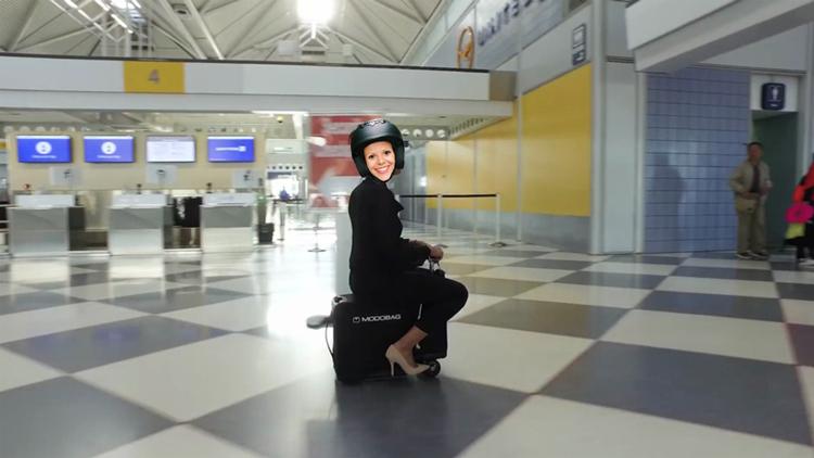 Anne Cécile en valise scooter
