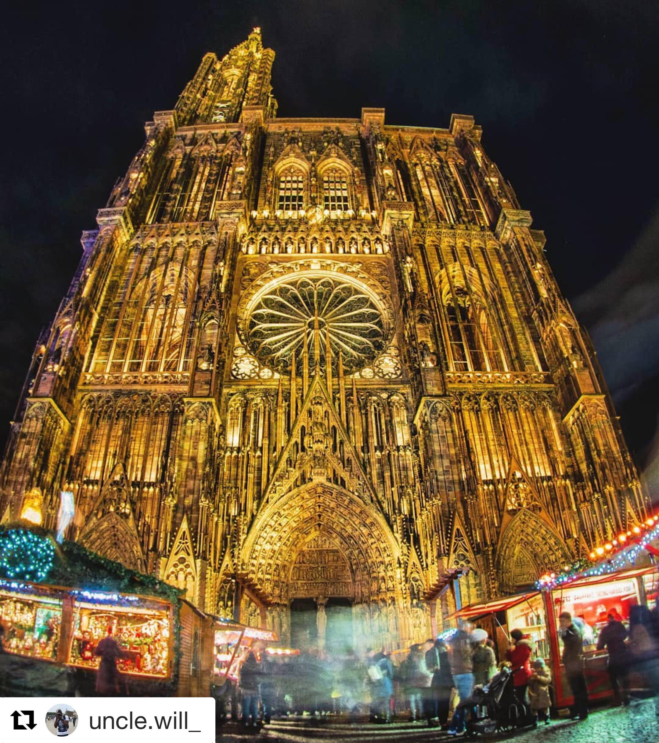 cathedrale de face et de nuit en lumière-min